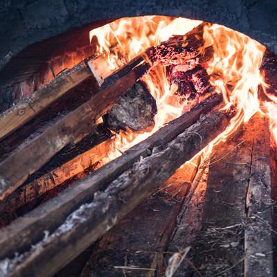「薪が燃える様子」の写真素材