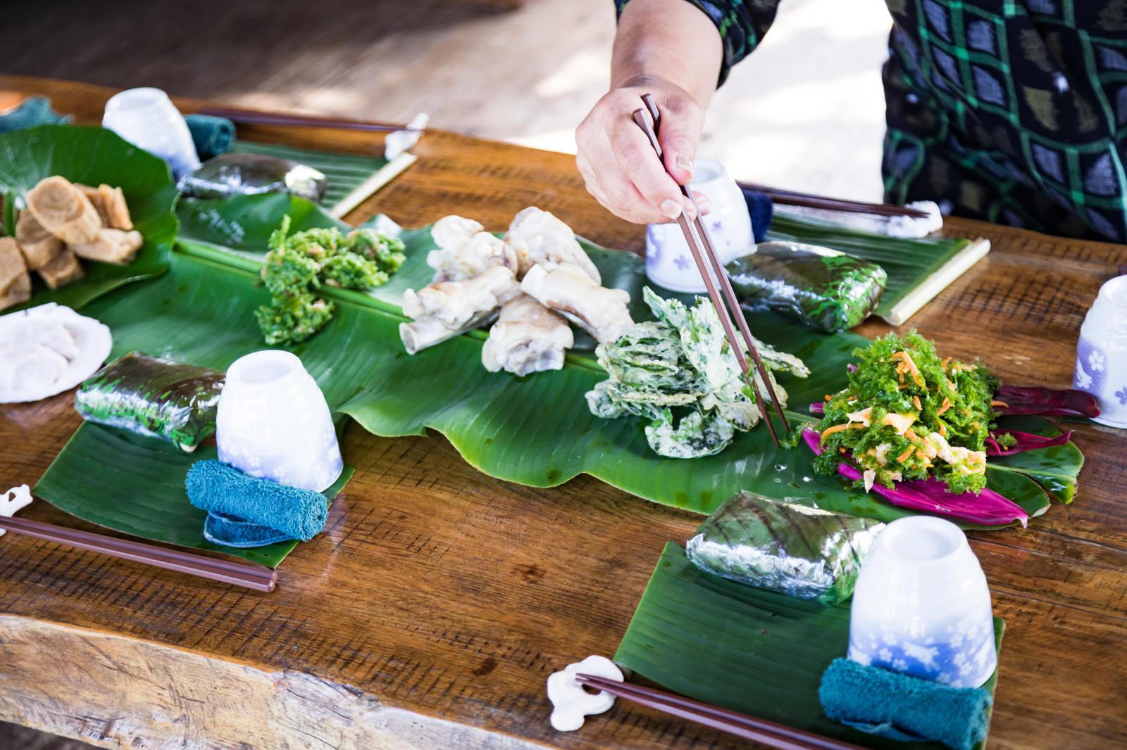「徳之島の犬田布民家(やどぅり)のシマ料理」の写真