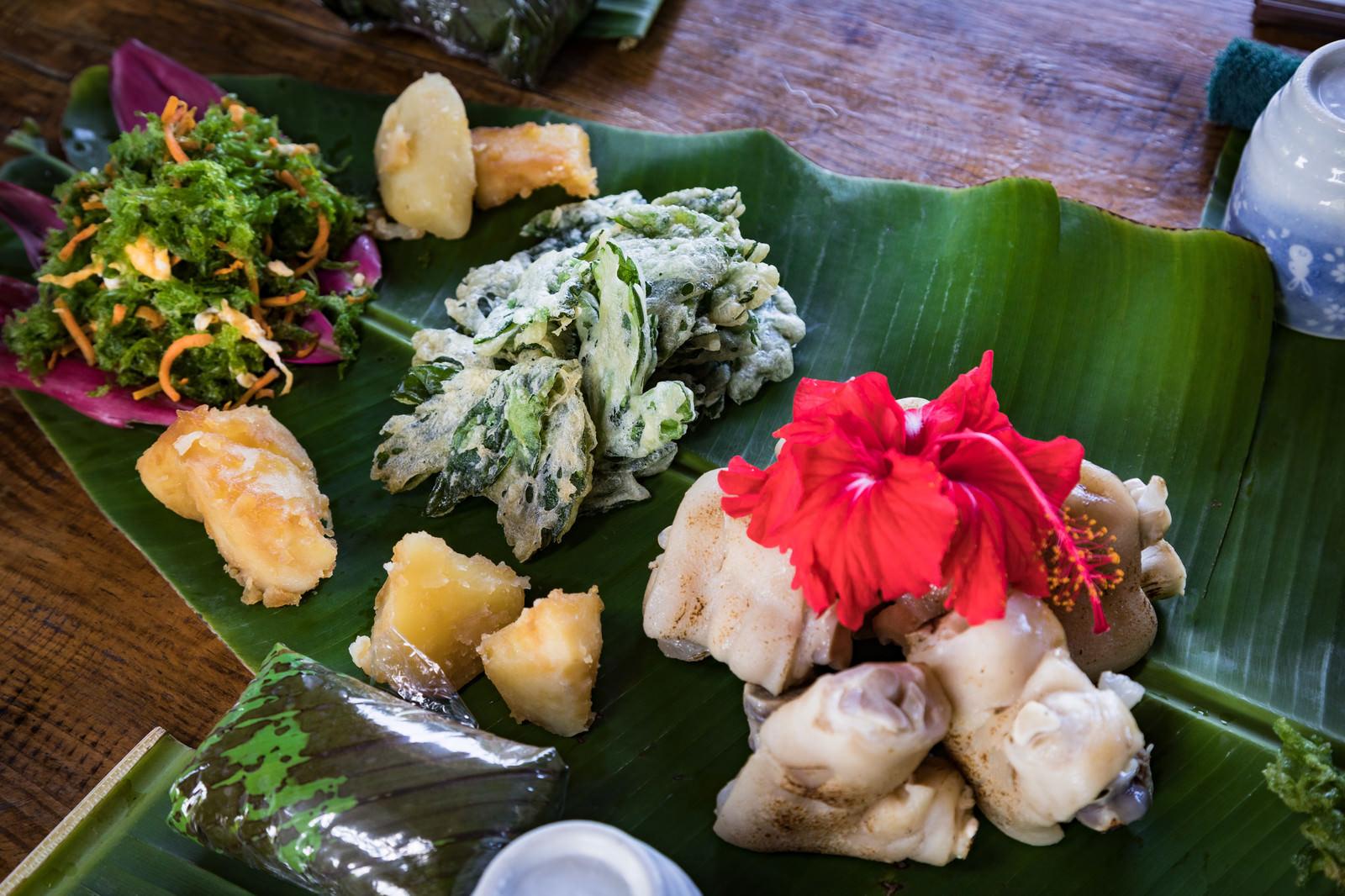 「あおさの唐揚げなど徳之島の伝統料理」の写真