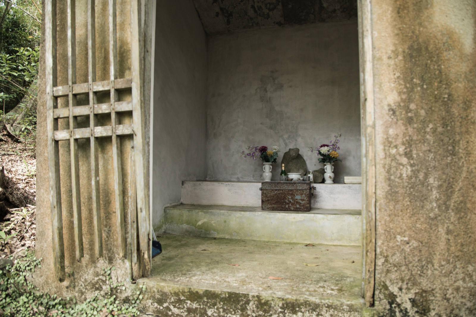 「祀られたビンジルガナシ」の写真
