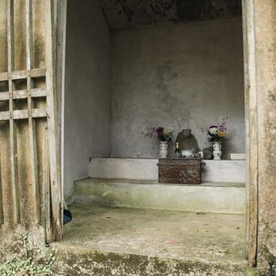 祀られたビンジルガナシの写真