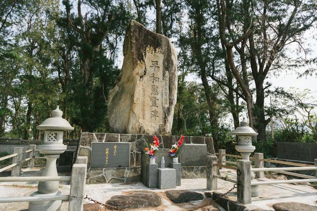 旧陸軍浅間飛行場滑走路跡の慰霊碑の写真