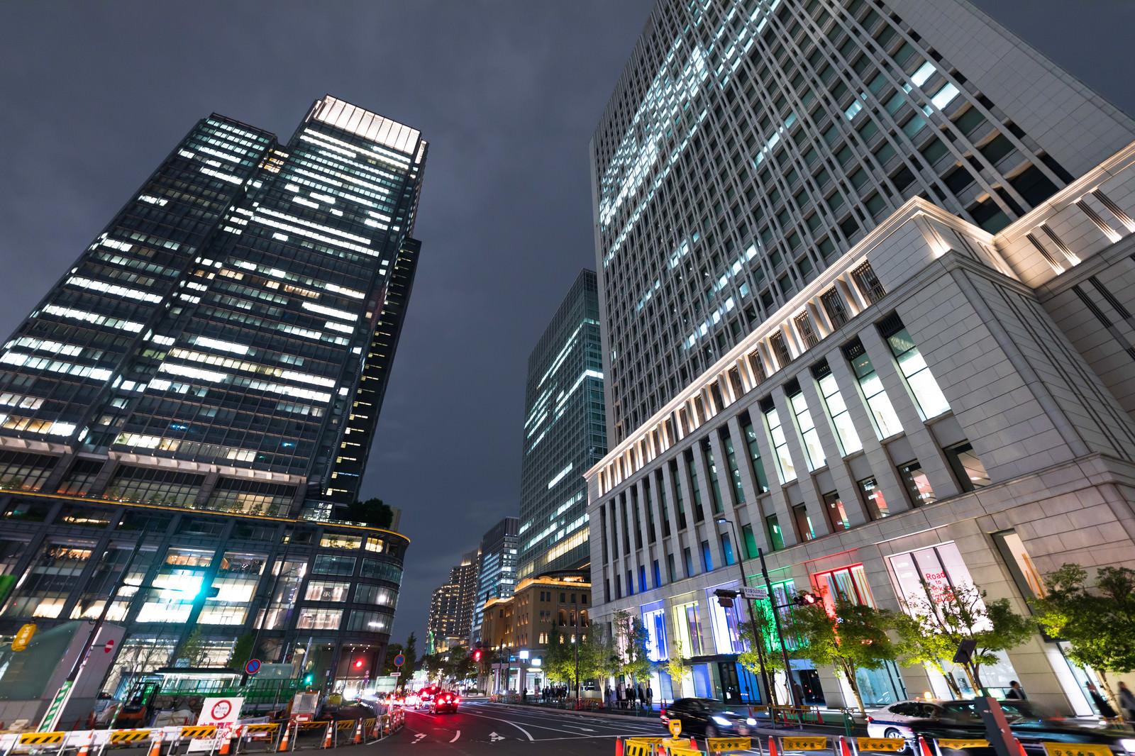 「東京駅丸の内北口信号前(夜景)」の写真