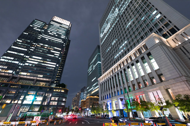 東京駅丸の内北口信号前(夜景)の写真