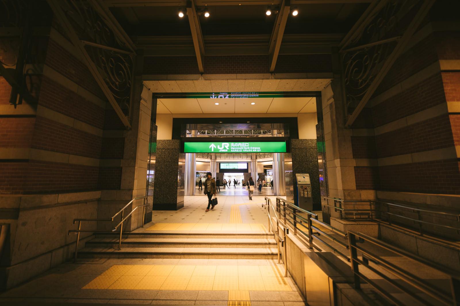 「JR丸の内北口改札前(通路)」の写真