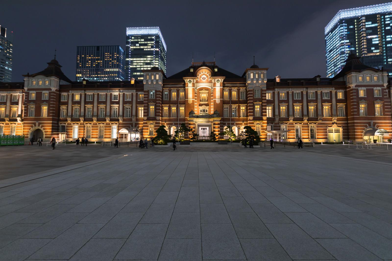 「東京駅の夜景東京駅の夜景」のフリー写真素材を拡大