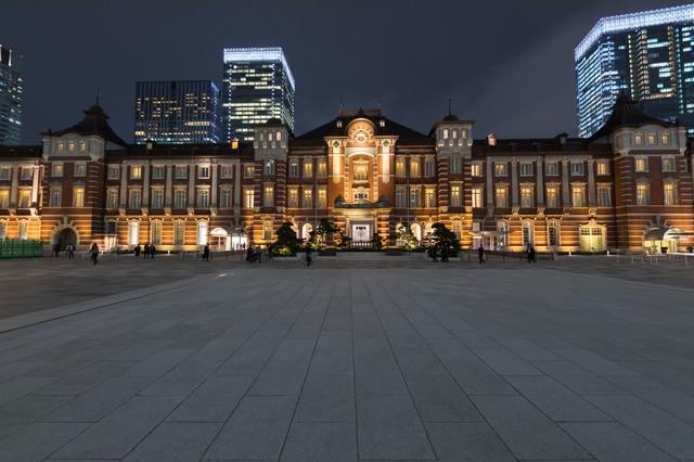 東京駅の夜景の写真