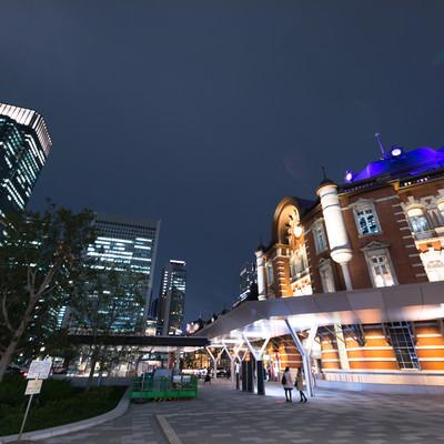 東京駅前スナップ(夜)の写真