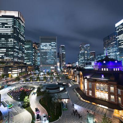 KITTE(キッテ)屋上庭園からの東京駅夜景の写真