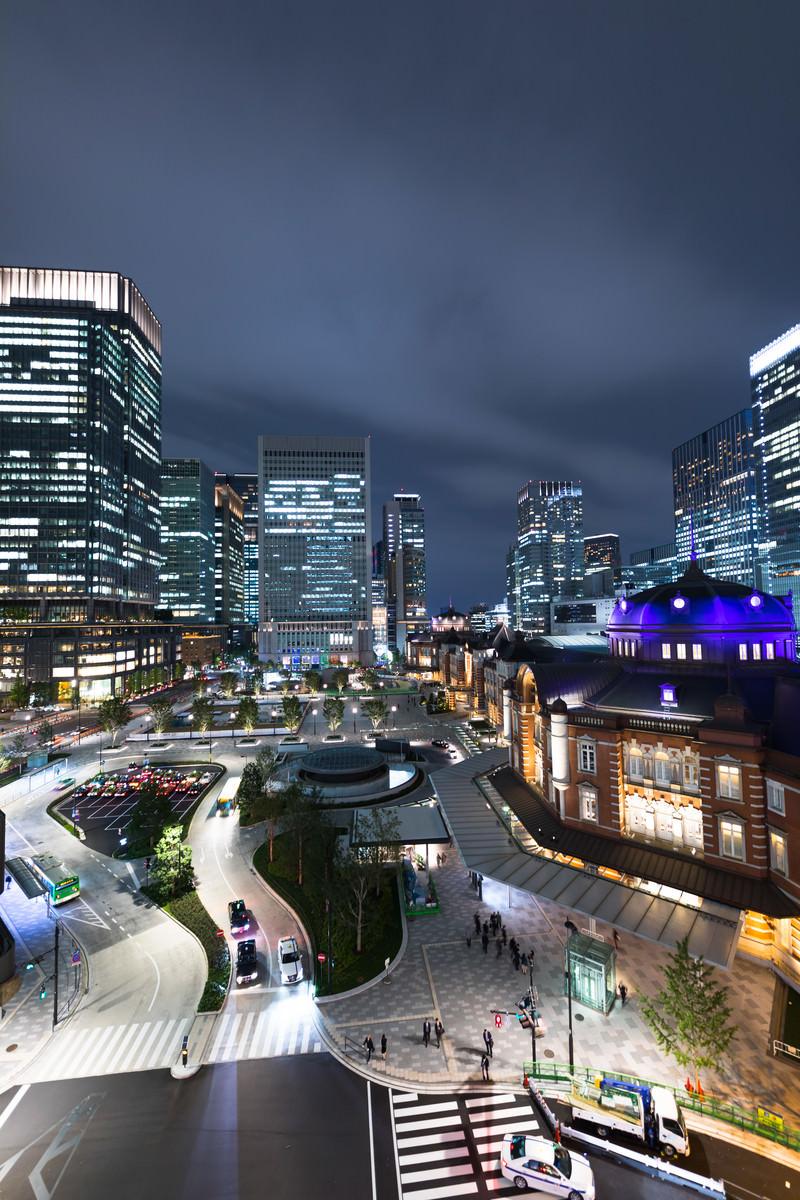 「KITTE(キッテ)屋上庭園からの東京駅夜景KITTE(キッテ)屋上庭園からの東京駅夜景」のフリー写真素材を拡大