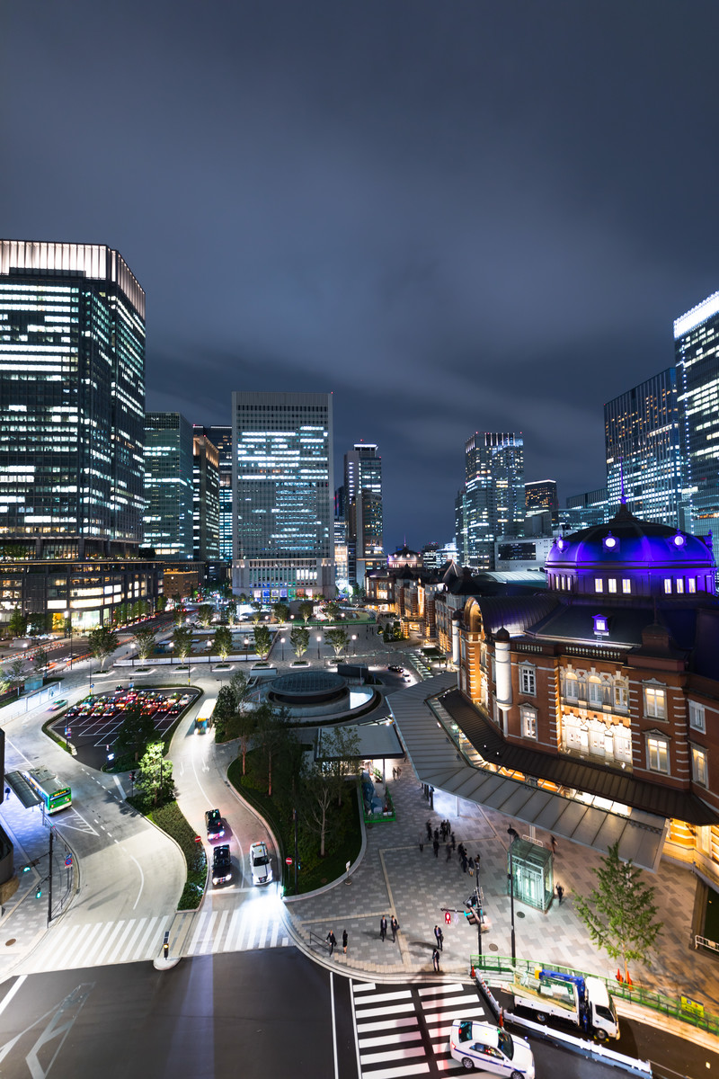 「KITTE(キッテ)屋上庭園からの東京駅夜景」の写真