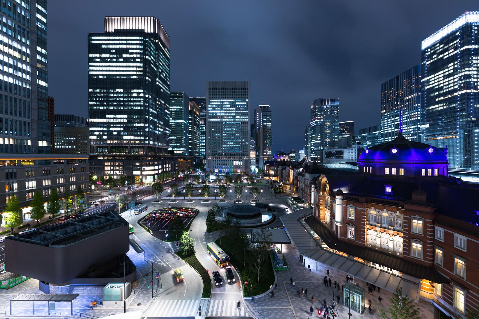 「東京駅前の夜景東京駅前の夜景」のフリー写真素材を拡大