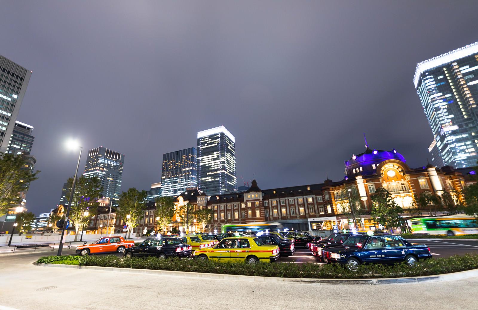 東京駅前のタクシー停留所のフリー素材