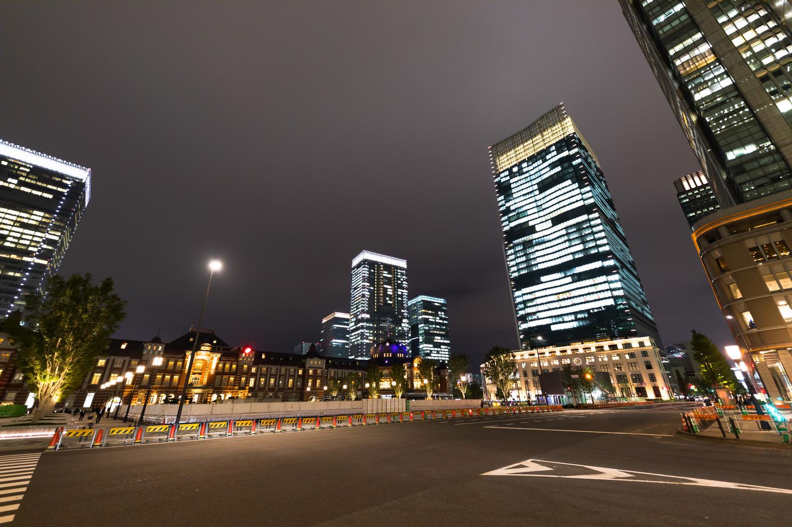 「東京駅と高層ビル(夜景)」