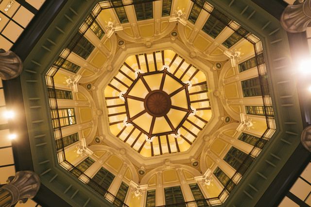 東京駅舎の天井ドームの写真
