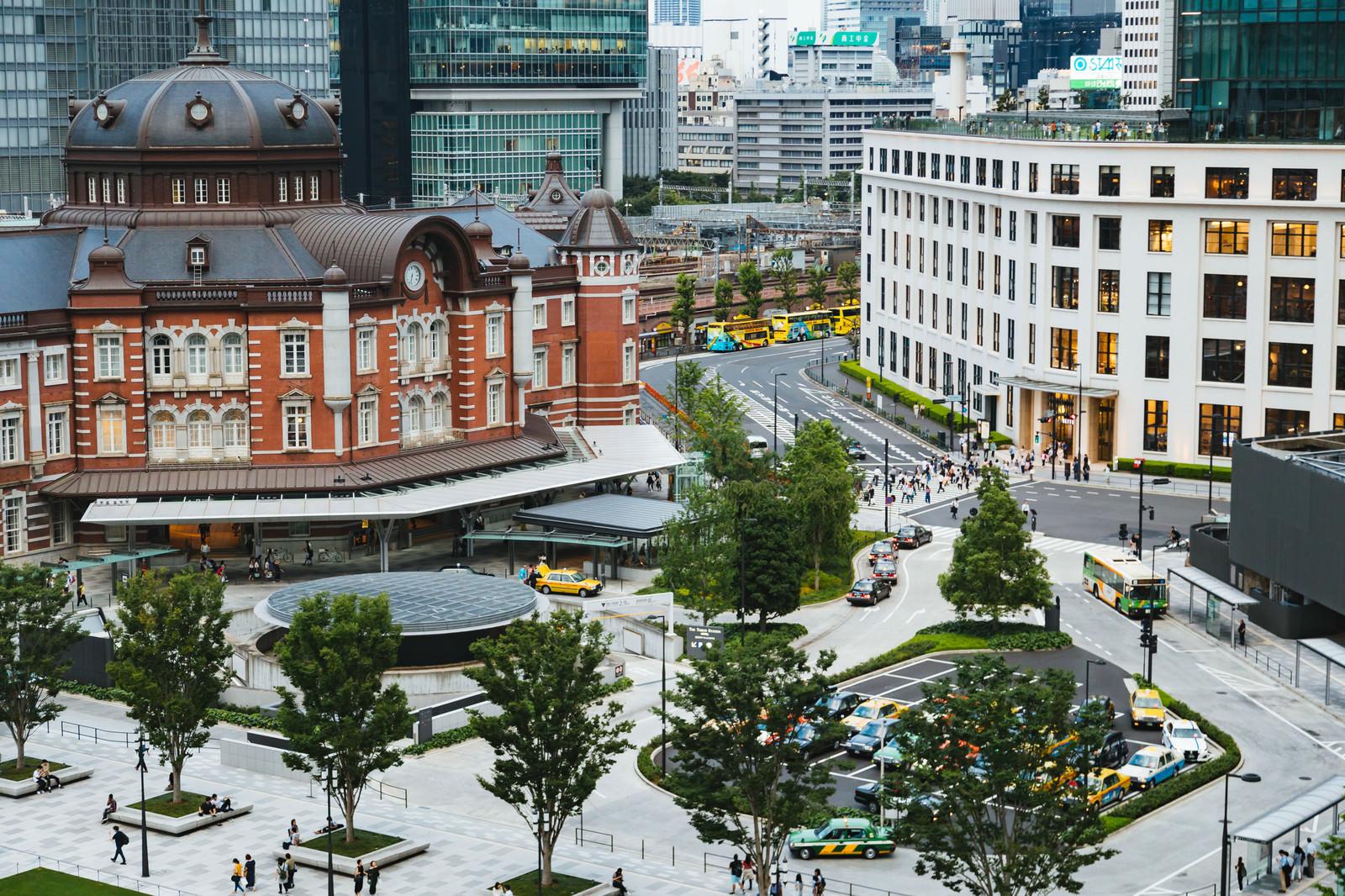 「東京駅丸の内南口の様子」の写真