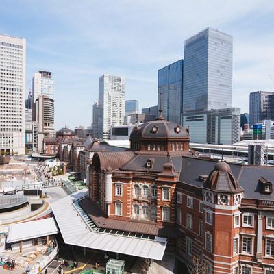 「駅前の工事が続く東京駅(昼)」の写真素材