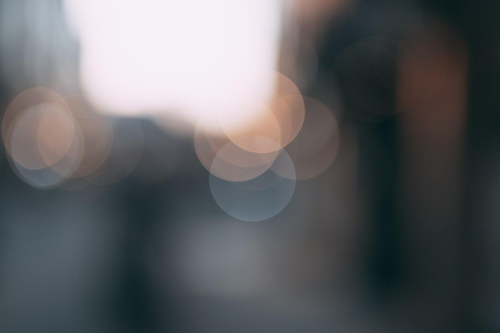 「明るい光源とボケ」の写真