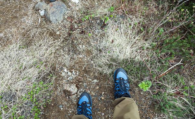 登山者の足元の写真