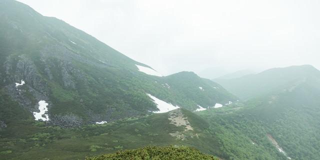 霧(ガスる)が多くて全景を楽しむことができない乗鞍新登山道の写真