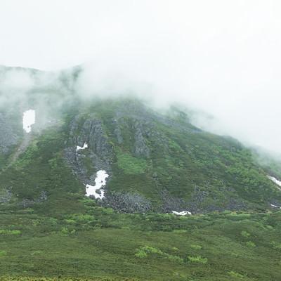 「ガスった山もいい雰囲気」の写真素材