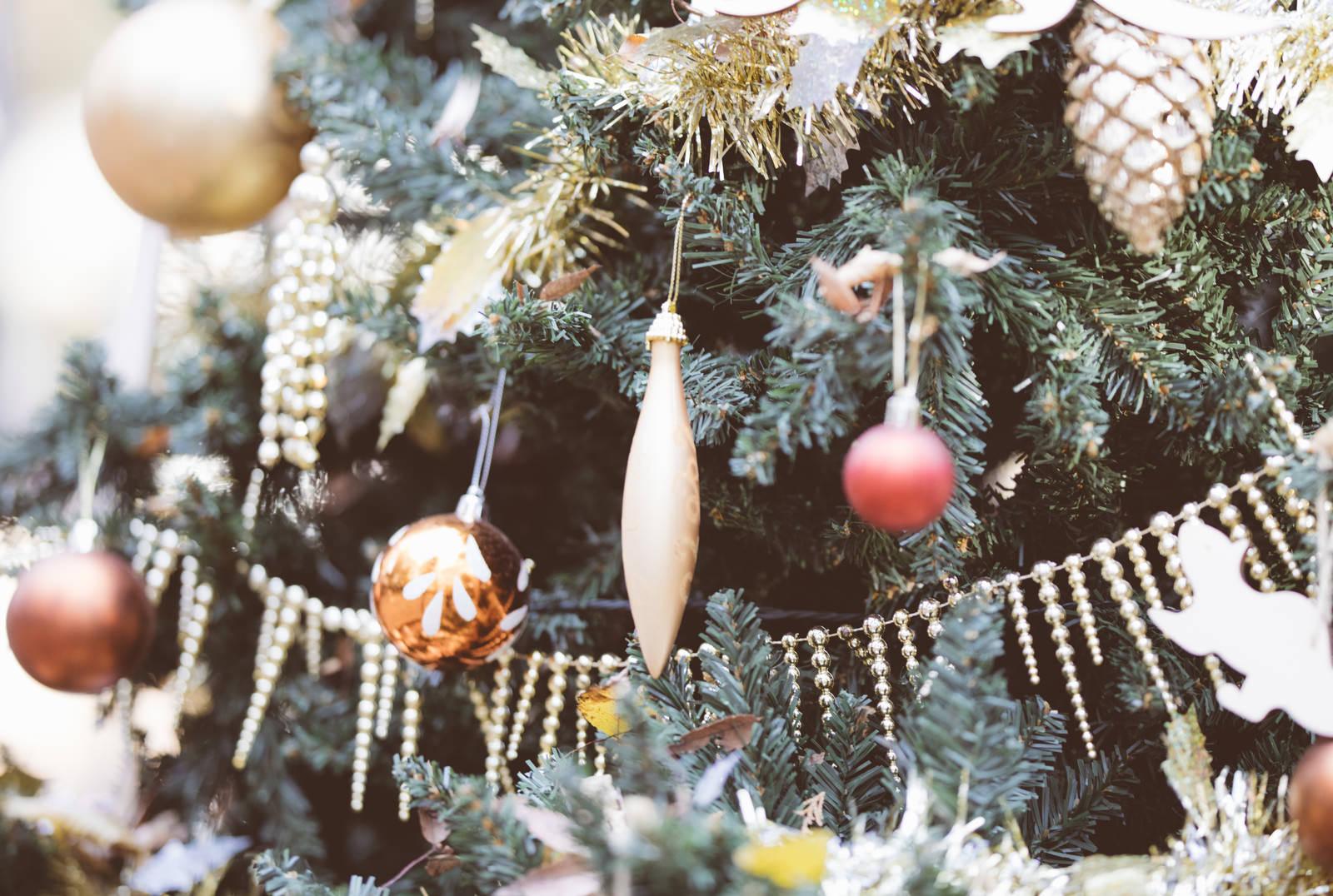 「クリスマスツリーの小さな飾り」の写真