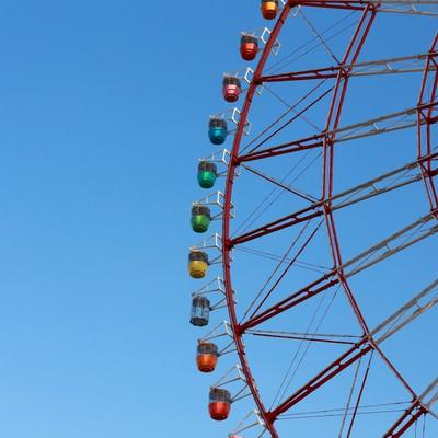 「青空の観覧車」の写真素材