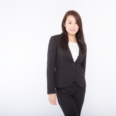 「IT系の会社プロフィール用のよくある写真(女性)」の写真素材