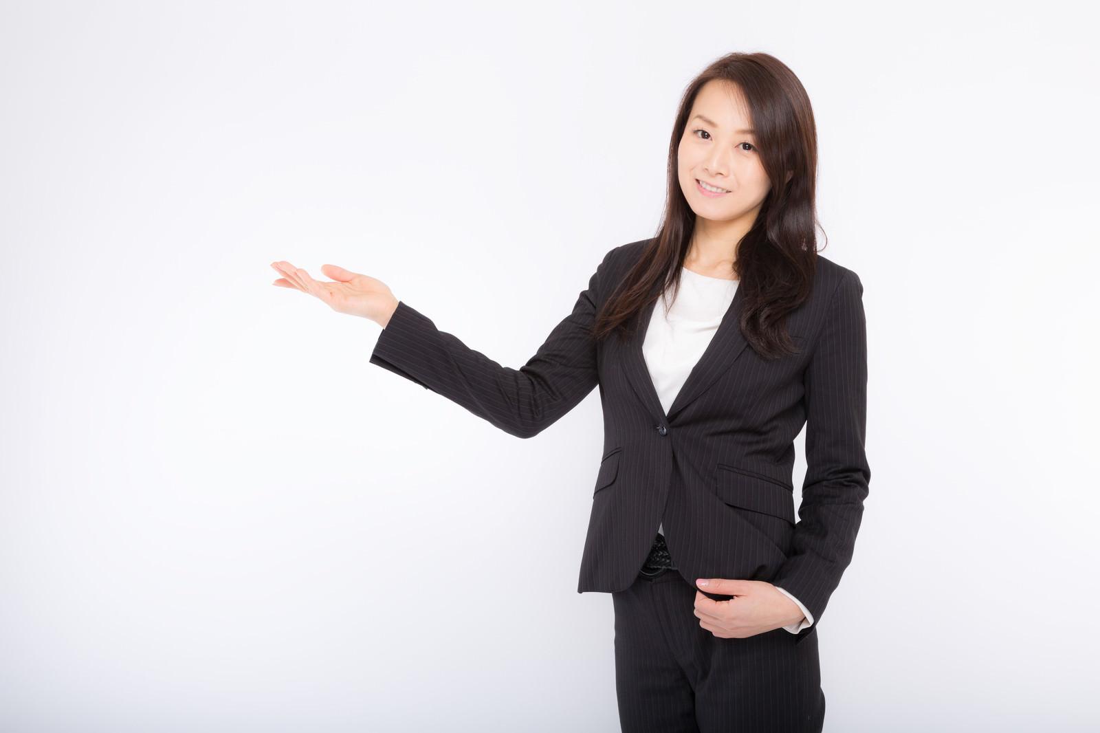 「商品を案内する女性社員商品を案内する女性社員」[モデル:土本寛子]のフリー写真素材を拡大