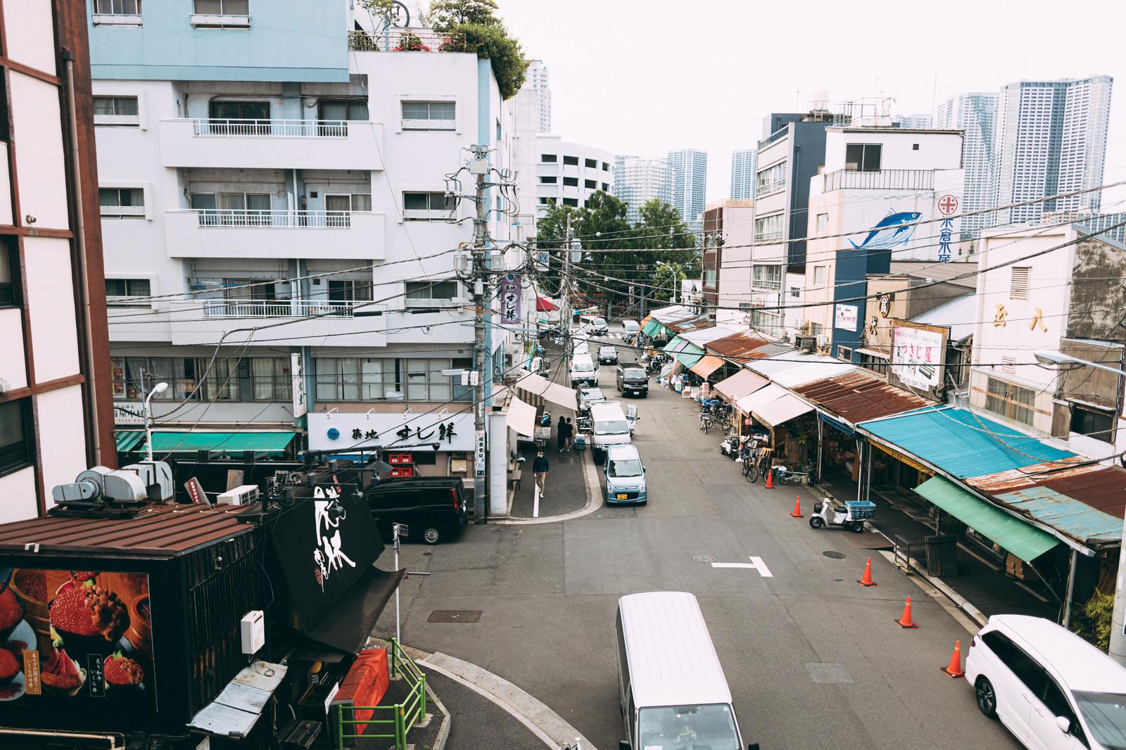 「築地魚河岸広場から波除通りの様子」の写真