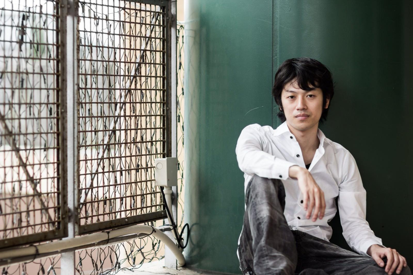 「就活のプロフィール写真に使ってはいけない例」の写真[モデル:Tsuyoshi.]