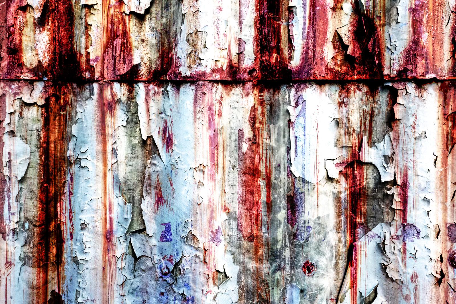 「裏世界の錆た壁(フォトモンタージュ)」の写真