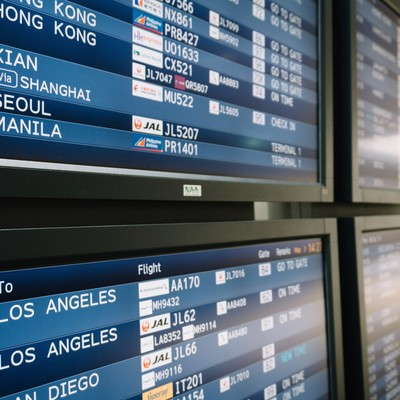 「空港の電光掲示板(海外)」の写真素材