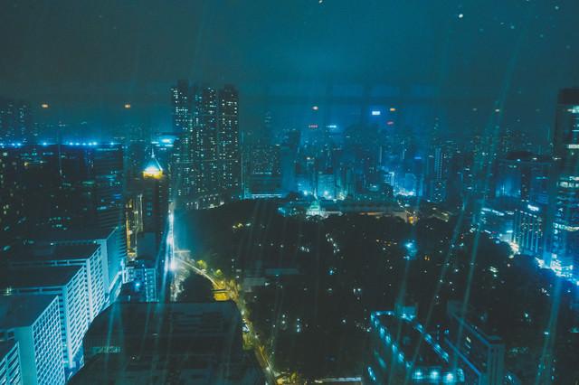 尖沙咀(チムサーチョイ・HK Tsim Sha Tsui )の夜の雨の写真