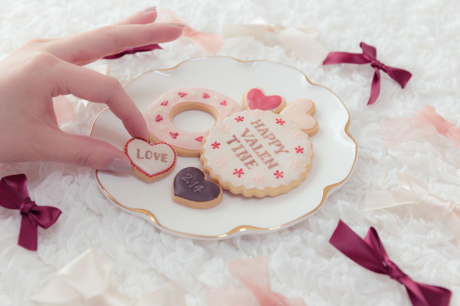 バレンタイン「LOVE」クッキーのフリー素材