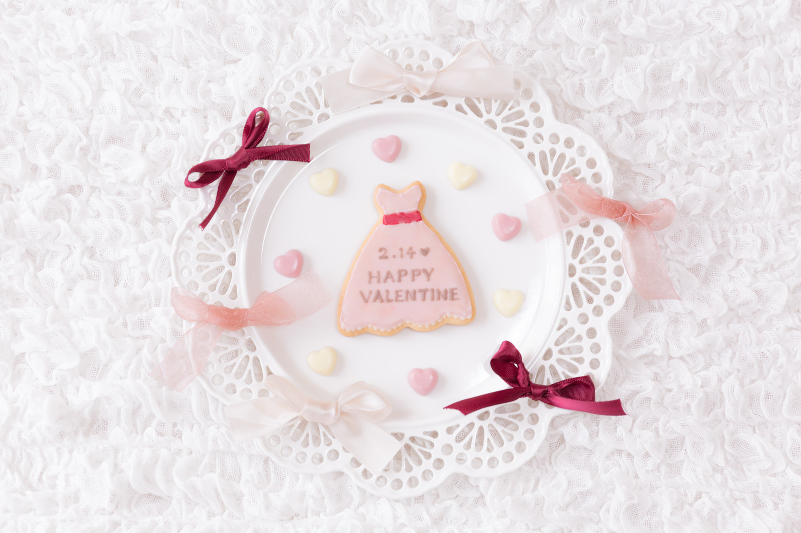 「2月14日 HAPPY VALENTINEと描かれたクッキー」の写真
