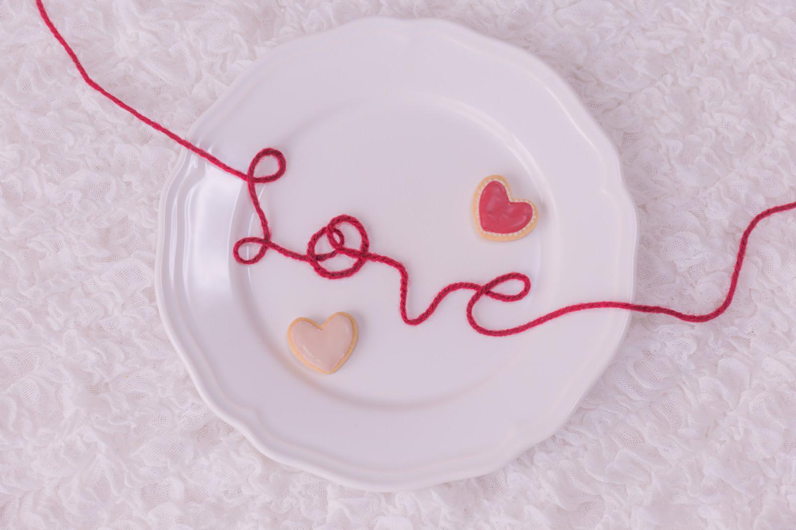 赤い糸のLOVEとハートのフリー素材