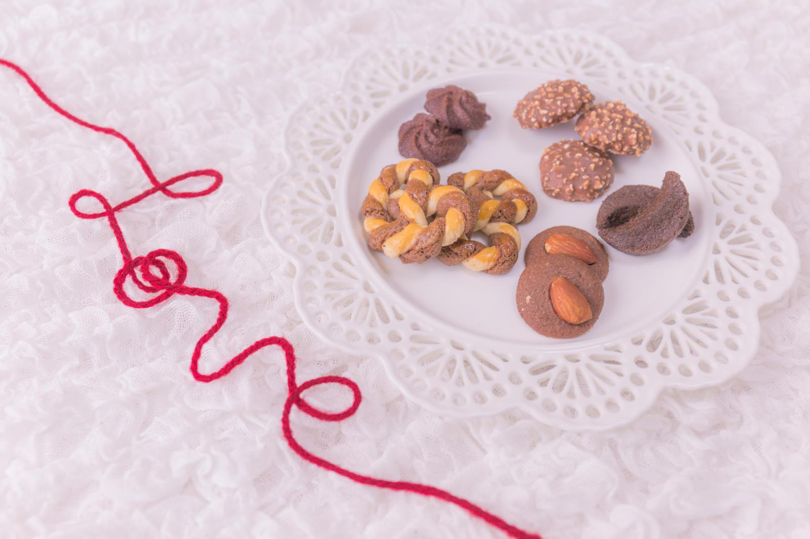 「運命の赤い糸とクッキー」の写真