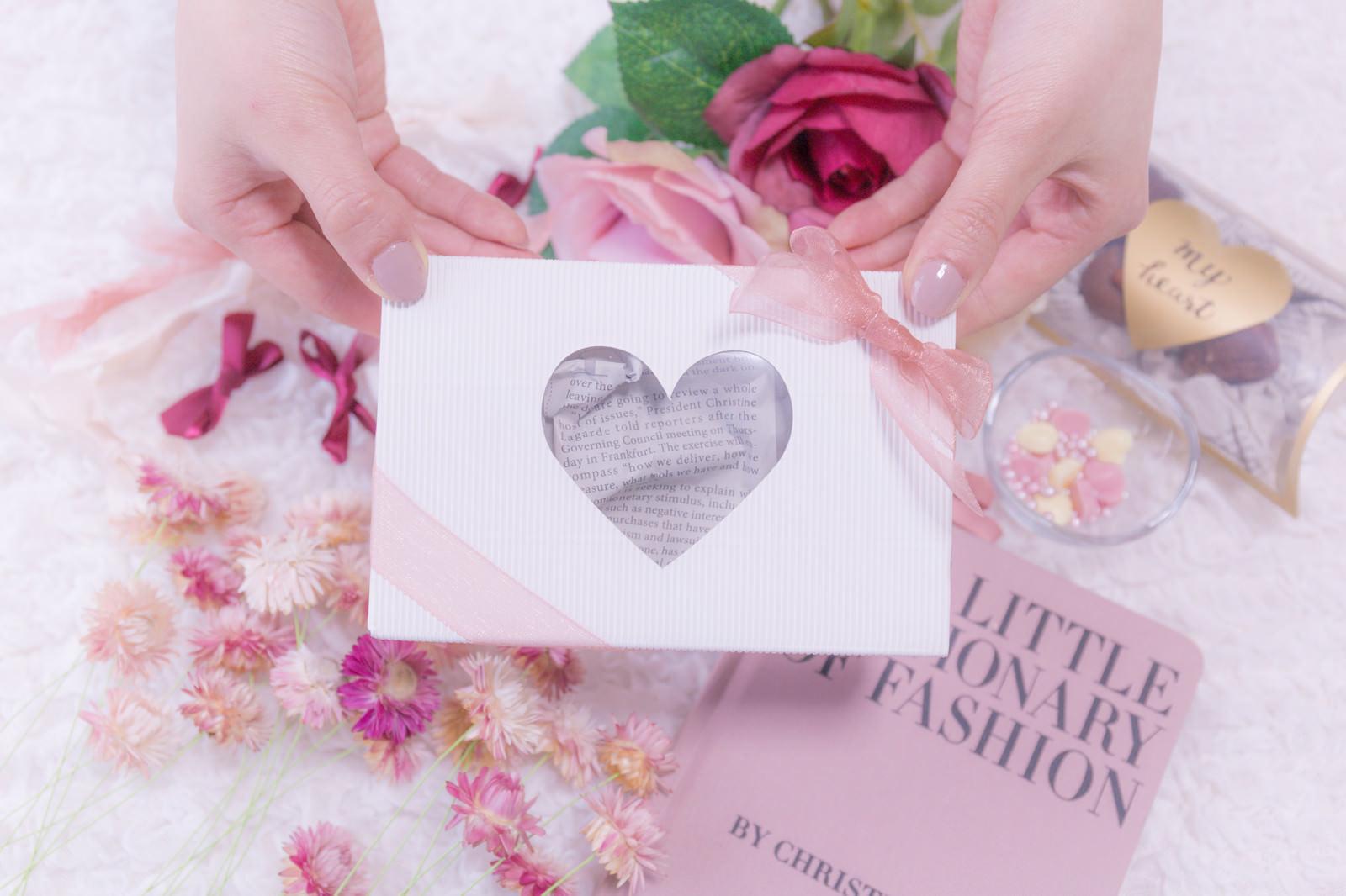 「バレンタイン用のハートのプレゼントボックス」の写真