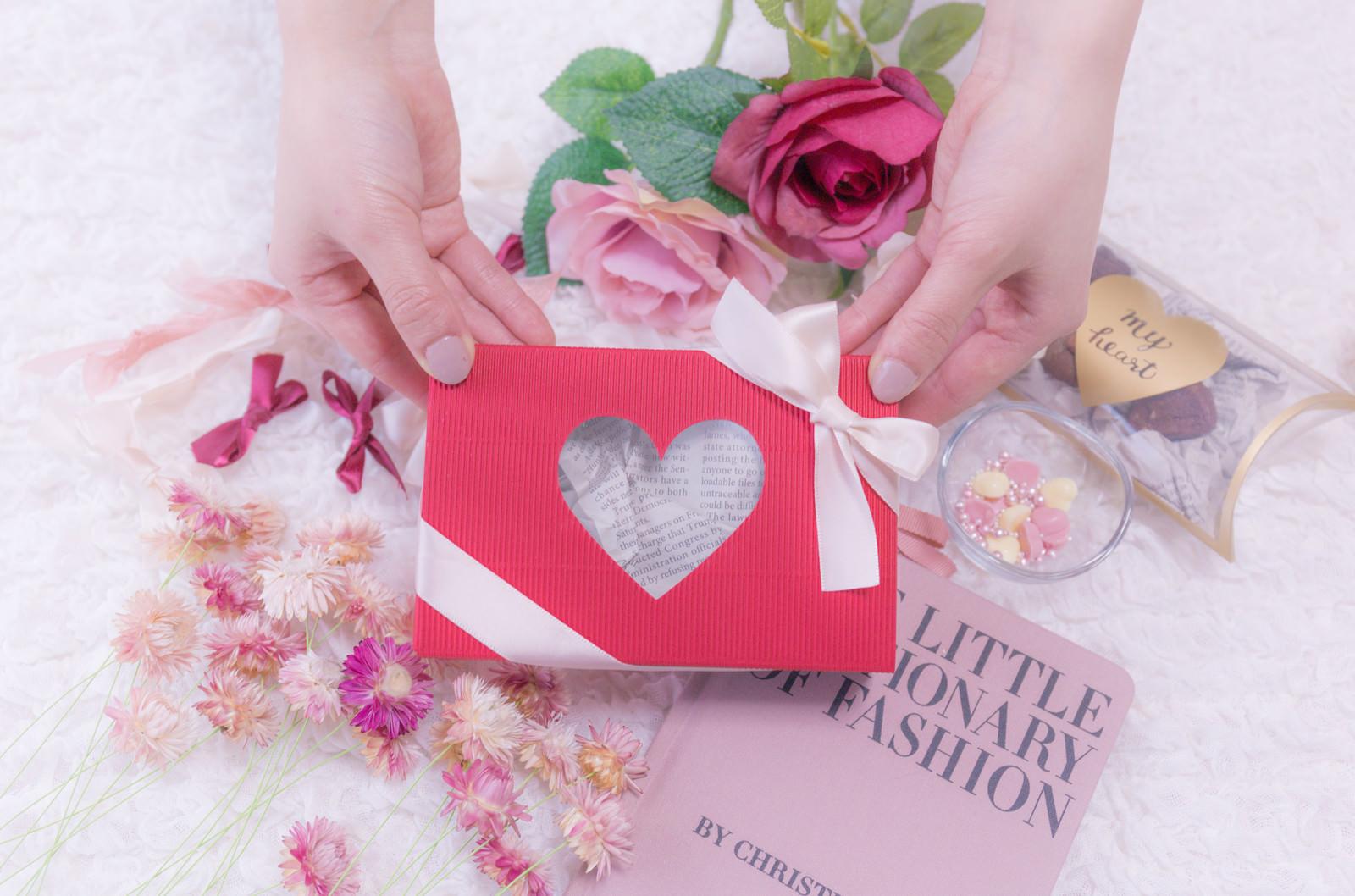 可愛いバレンタイン用のプレゼントのフリー素材