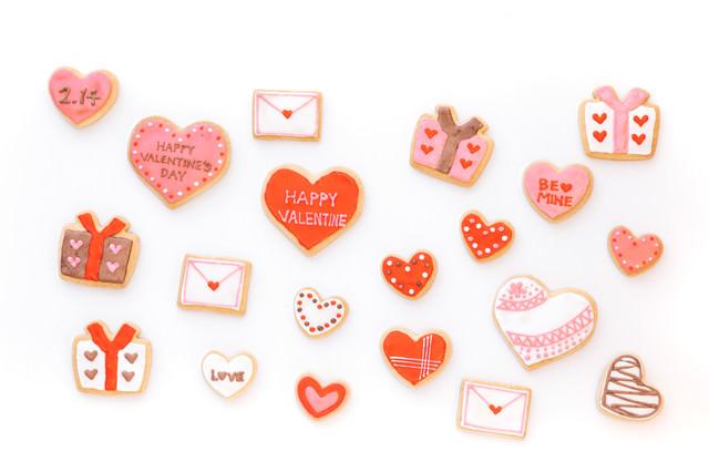 バレンタイン用のアイシングクッキーの写真