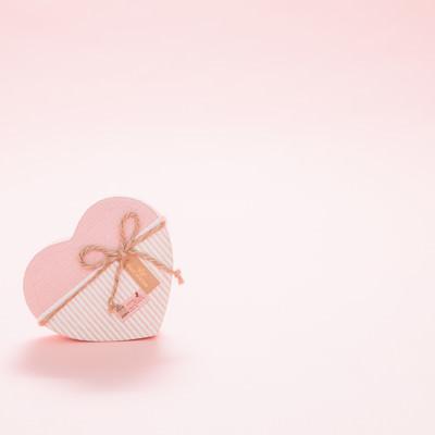 バレンタインデーにハートのプレゼントの写真