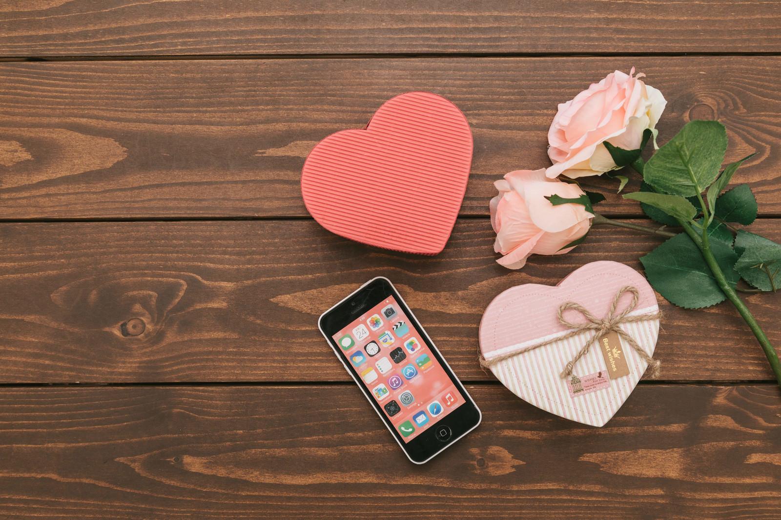 「SNSで告白してカップル誕生!ハート型のバレンタイン」の写真