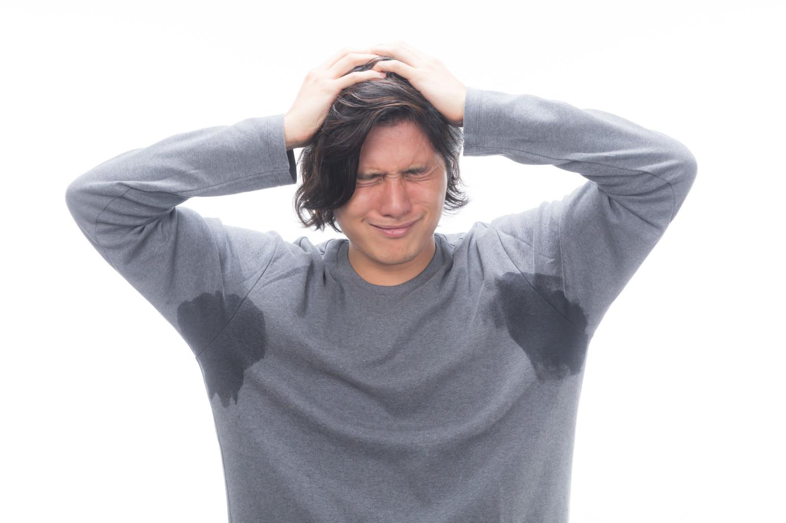 「両脇汗かきマン、絶望で頭を抱える両脇汗かきマン、絶望で頭を抱える」[モデル:竹田匡宏]のフリー写真素材を拡大