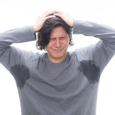 「両脇汗かきマン、絶望で頭を抱える」の写真素材