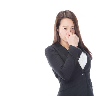 「体臭が周囲に迷惑をかけていると考えたことはありますか?」の写真素材