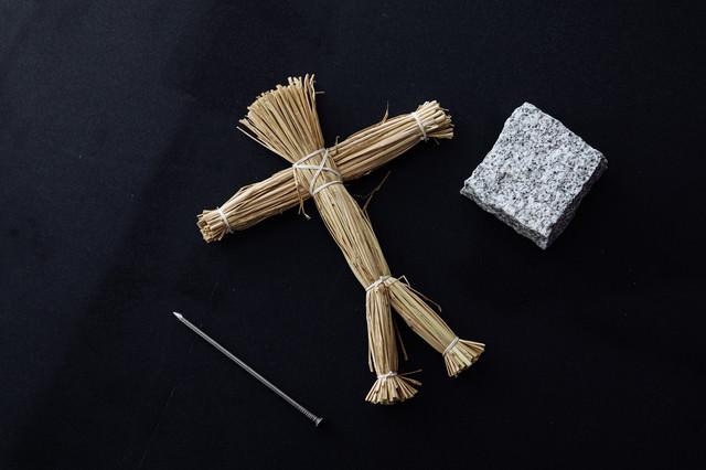 呪いの藁人形セットの写真