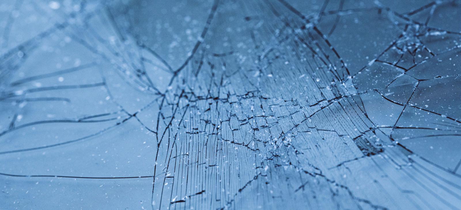 「損傷したガラスフィルム」の写真