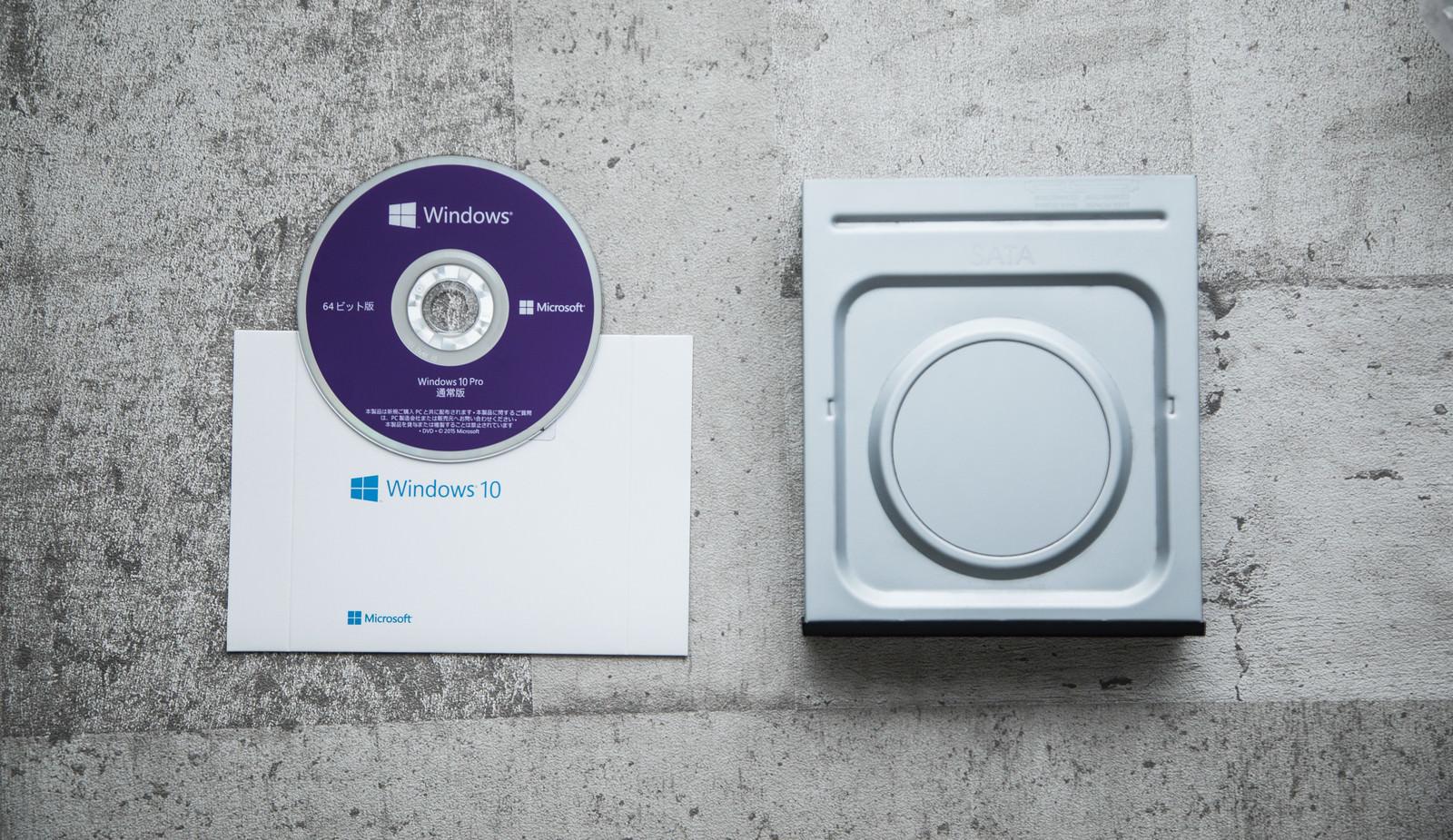 「内蔵DVDドライブとOS(OSのインストール)内蔵DVDドライブとOS(OSのインストール)」のフリー写真素材を拡大