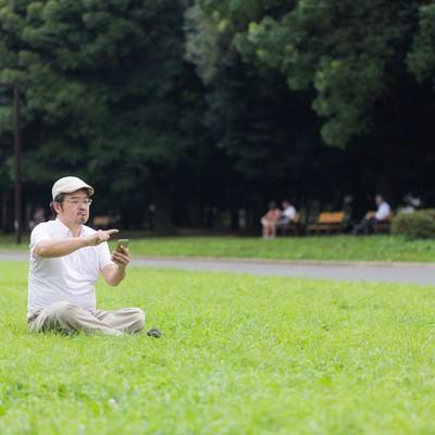 「普段、家から出ない父親が外に出た理由」の写真素材